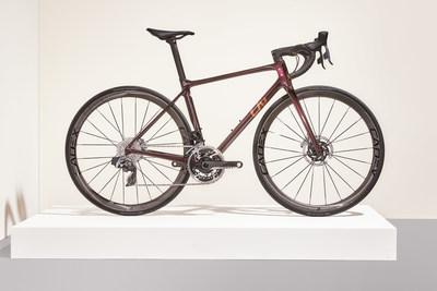 Liv Langma Advanced SL Disc. Después de trabajar con ciclistas del CCC-Liv (ahora Liv Racing WorldTeam) en la fase de pruebas de prototipos, la nueva Liv Langma Advanced SL Disc es la bicicleta oficial para su temporada de carreras 2021.