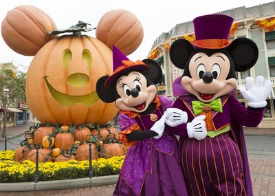 Los eventos favoritos del otoño, Halloween Time, Plaza de la Familia y Oogie Boogie Bash (este un evento que requiere de un boleto por separado) regresan a Disneyland Resort del 3 de septiembre al 31 de octubre de 2021 (PRNewsfoto/Disneyland Resort)